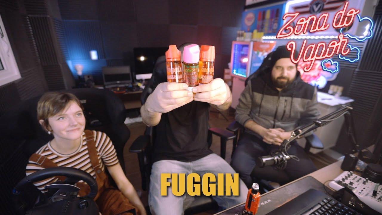 Imagem do youtuber segurando 3 embalagens do juice da Fuggin Vapor