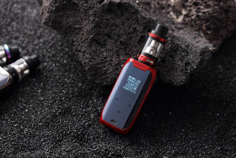 Cigarro eletrônico sobre uma rocha de modo correto para evitar acidentes com vape