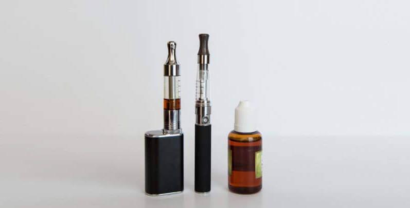 Vapes e frasco de âmbar para conservação da nicotina líquida