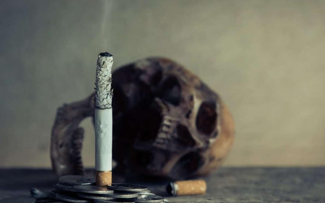 cigarro e crâncio - referência à overdose de nicotina